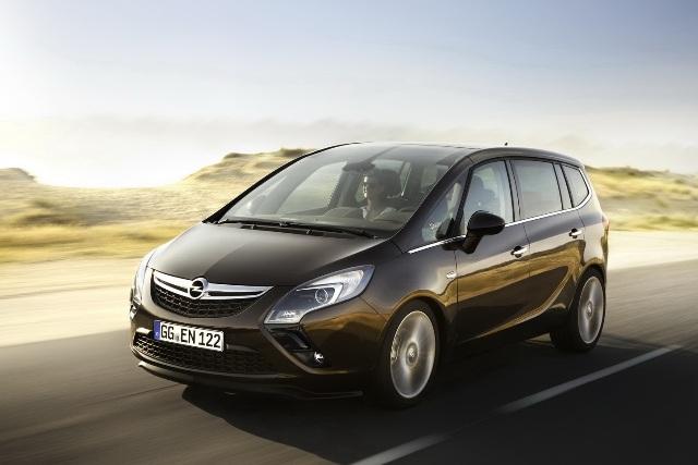 2012-Opel-Zafira-Tourer-10
