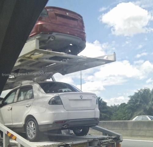 Proton Saga FLX SE 1.6 CVT Sedang Diangkut